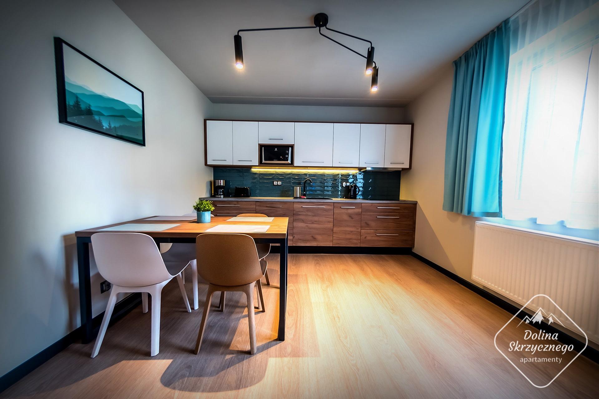 Apartamenty-Dolina-Skrzycznego-Szczyrk-04-01-Logo-min
